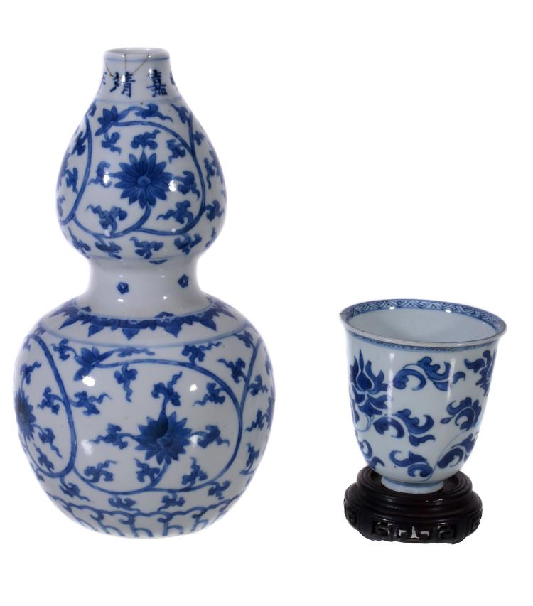 A Chinese blue and white double gourd vase, late Qing dynasty
