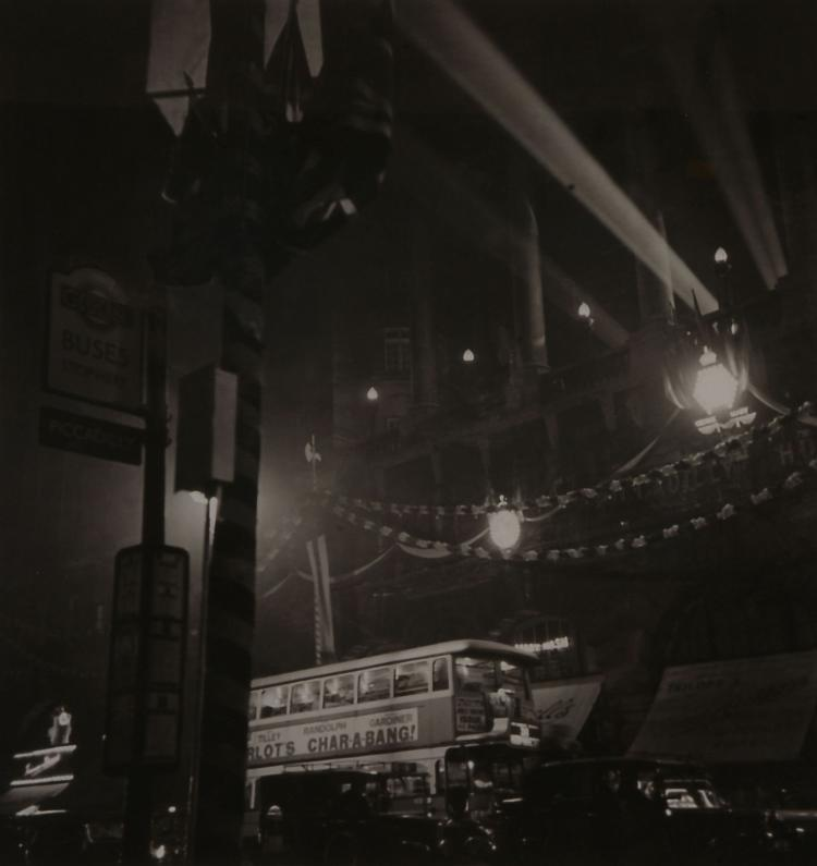 Unknown Photographer - Picadilly, London, 1936