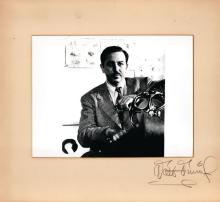 Disney, Walt - Original vintage off-white presentation mat