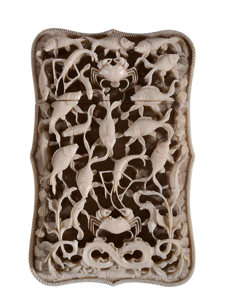 A Cantonese shaped ivory card case , Qing Dynasty, circa 1840-1860