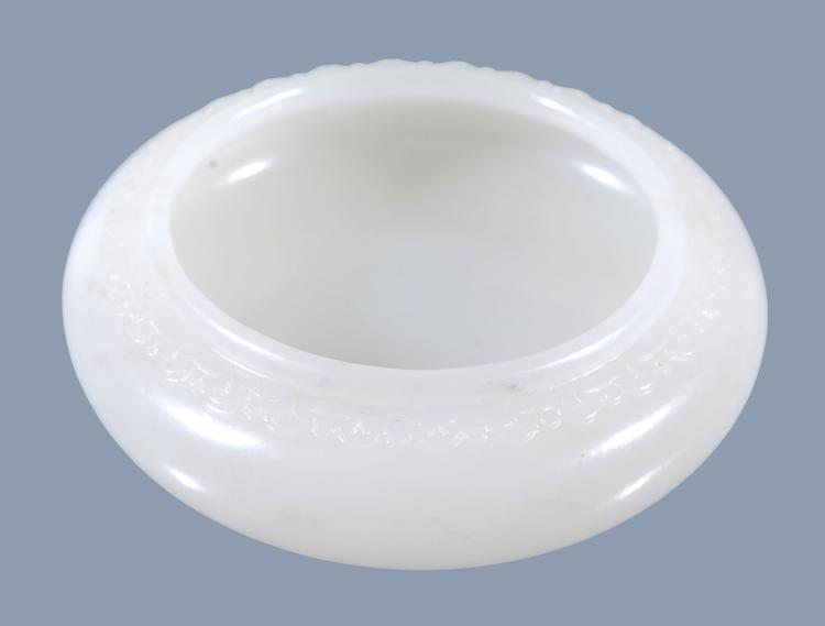 A good small Chinese white jade bowl, the rim carved with a raised band, 6