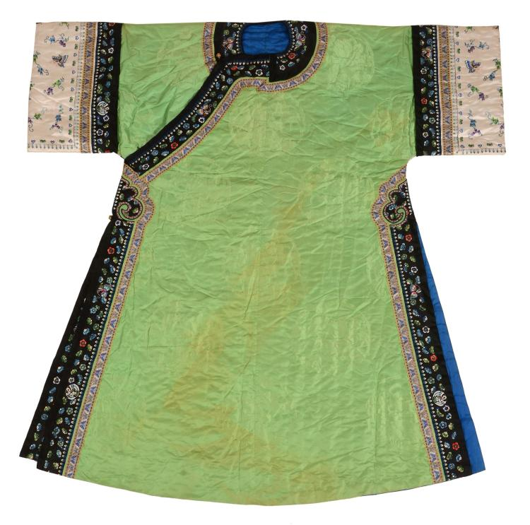 A Chinese green silk damask Manchurian lady's robe, Qing Dynasty, in green silk