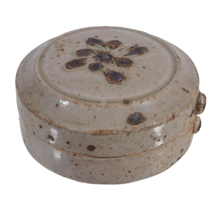 A small Chinese Qingbai type circular box and cover, Song-Yuan Dynasty