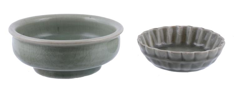 An attractive small celadon Longquan fluted bowl, Yuan or early Ming Dynasty