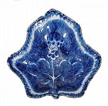 A Bow blue and white leaf-shaped pickle dish,
