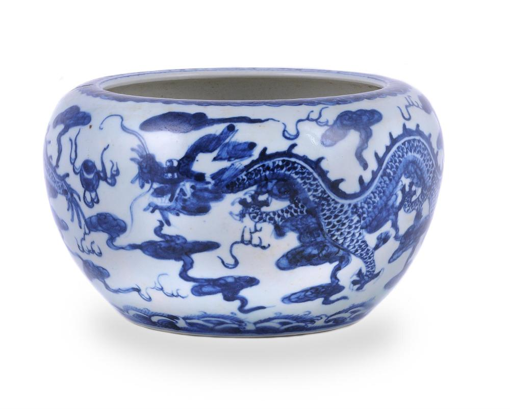 A Chinese blue and white 'Dragon' brush washer