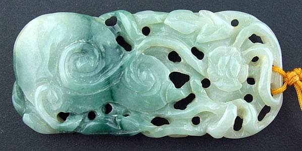 CHINESE CARVED JADE PENDANT, H 2 3/4