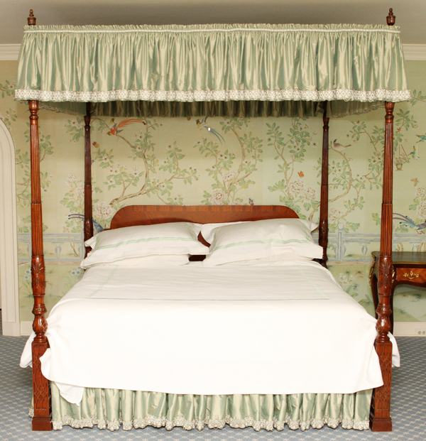 How To Use A Four Poster Bed Canopy To Good Effect: MAITLAND SMITH CARVED MAHOGANY FOUR POSTER RICE BED