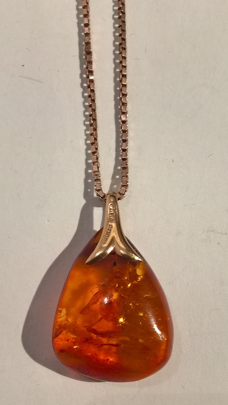 Amber Droplet Pendant on 9ct Gold Box Chain, 5 gra