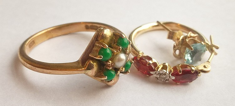 Various items of gold jewellery, including a 9ct r
