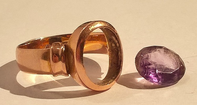 15ct Gold Ring set Amethyst (a/f), 5.8 grams appro
