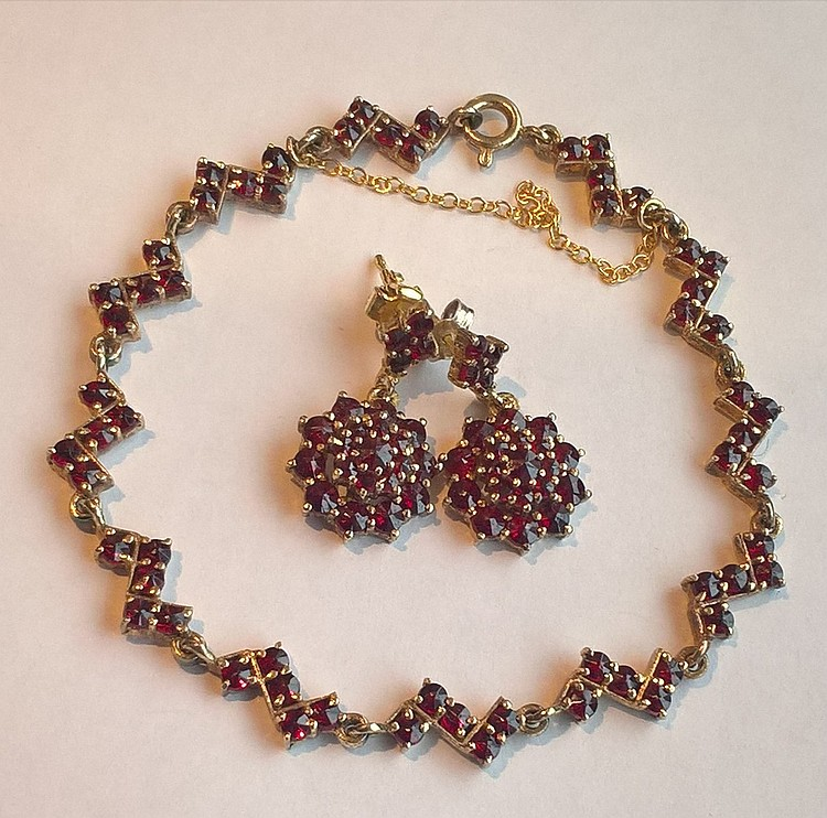 Gold Bracelet & Matching Earrings Set Rubies (Unte
