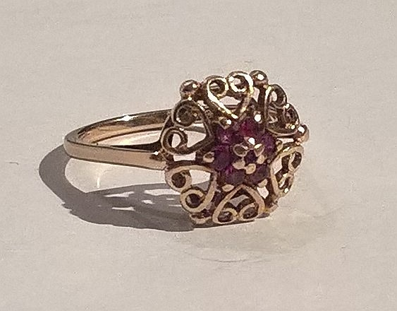 9ct Gold Dress Ring Set Rubies