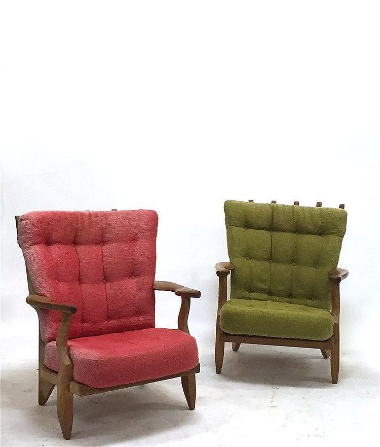mobilier de salon en bois clair de style scandinave il comp. Black Bedroom Furniture Sets. Home Design Ideas