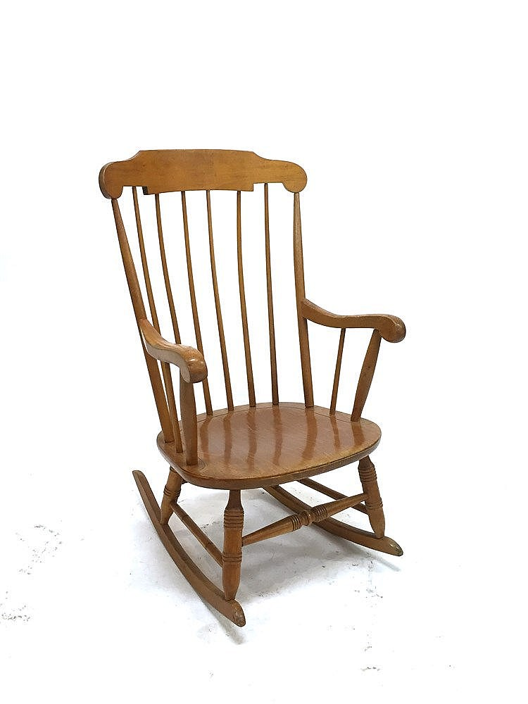 Fauteuil rocking chair en bois verni haut 103 cm long for Fauteuil rocking chair