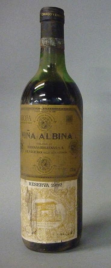 12 bottles Viña Albina Reserva 1982