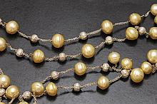 Golden pearl necklace. Yanes