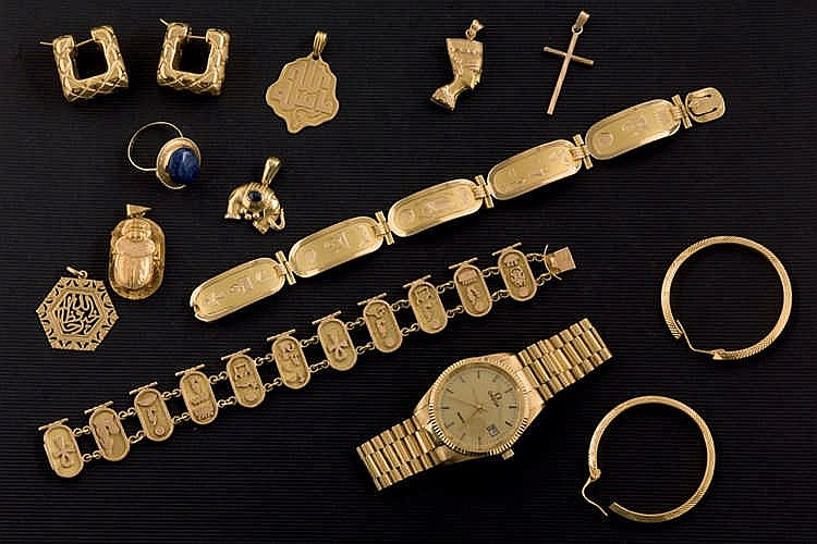 Various jewellery pieces