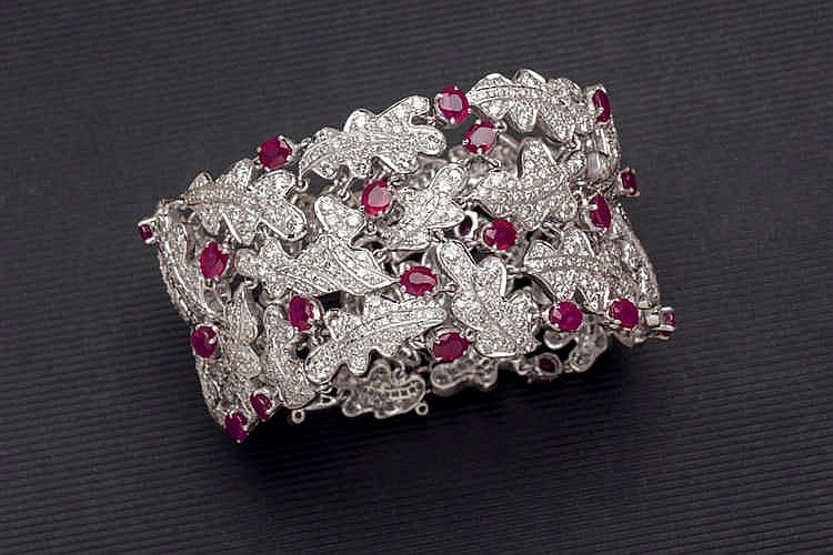Bracelet with ruby and diamonds