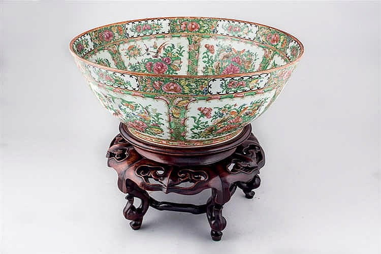 A Canton porcelain pounch bowl