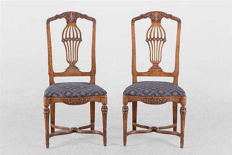 An early 20th.C set of eight oak dining chairs