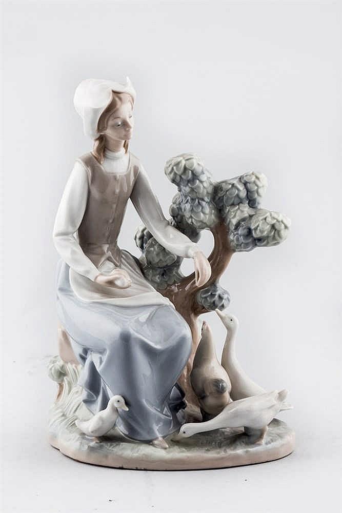 A Spanish Nao porcelaine figure