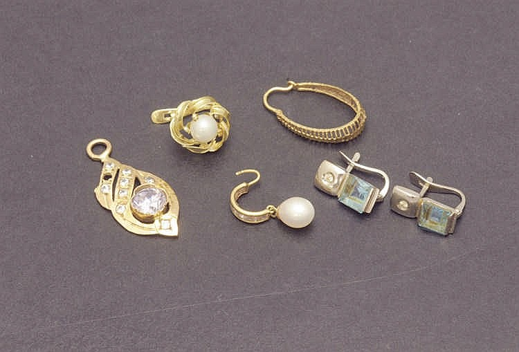 Various 18 K. pieces