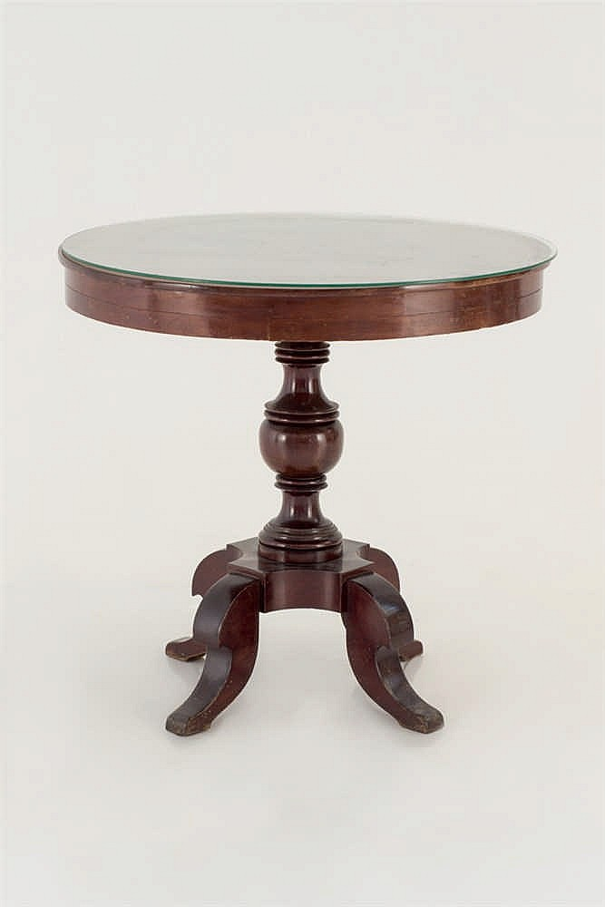 An Spanish isabelian  style centre table