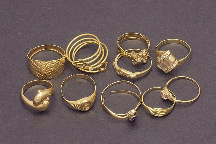 11 18 K. gold rings