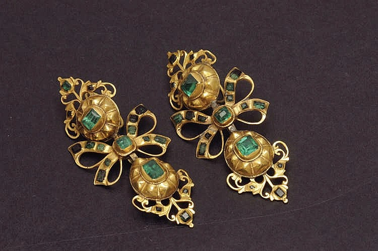 Gold emerald antigue earrings
