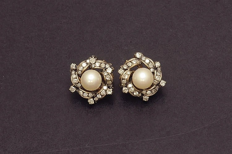 Earring with pearl and diamonds