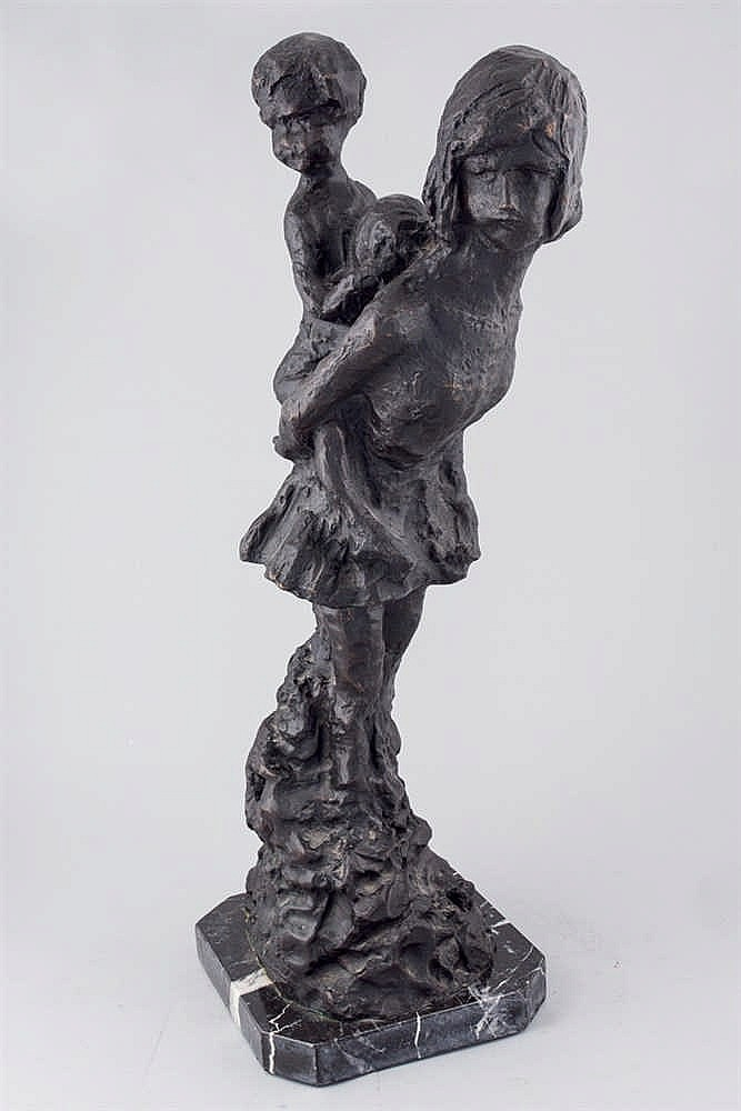 Sebastián Miranda. Girl holding a child
