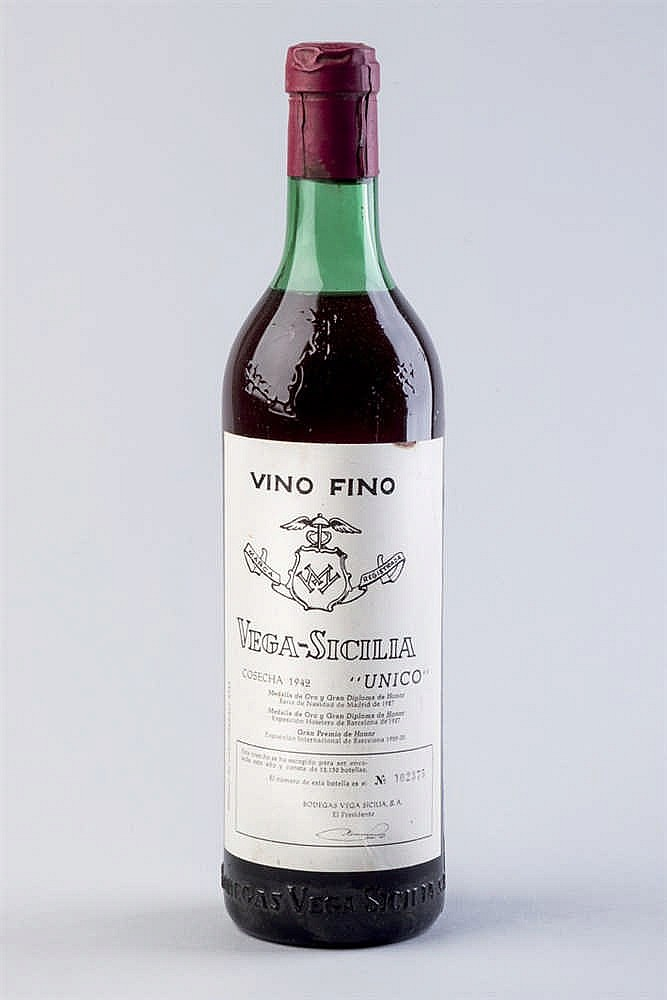 3 bottles Vega Sicilia Único, 1942