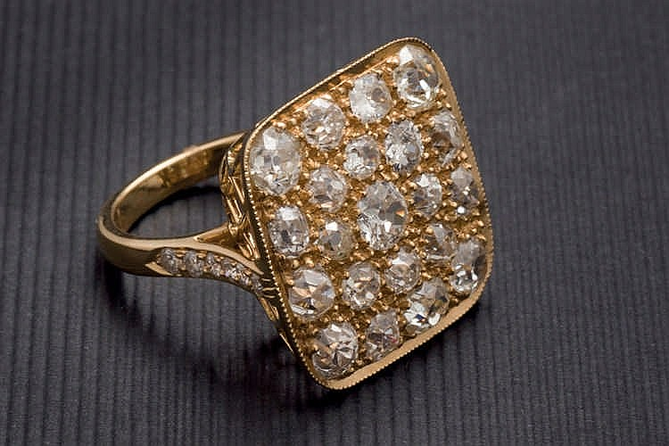 Old cut diamonds gold ring 4 cts