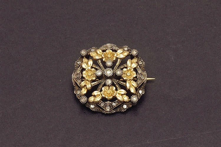 Brooche in silver and gold diamonds