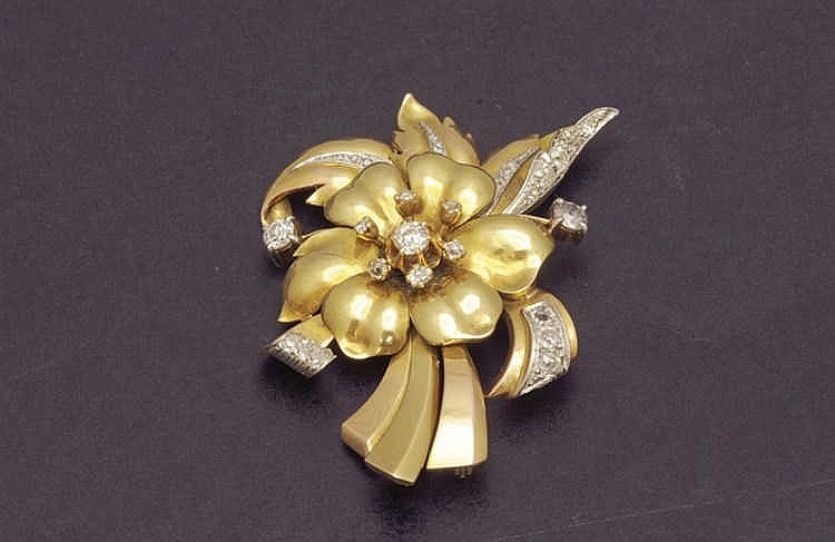 Flower gold brooche with diamonds