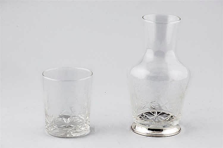 A glass verre d,eau