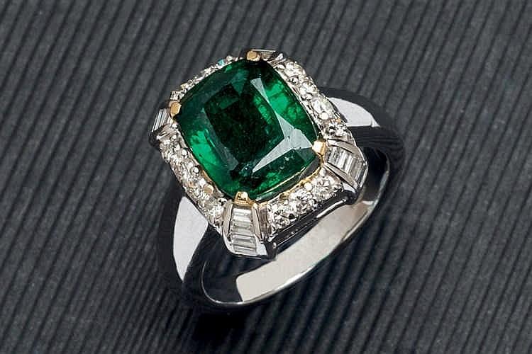 Zamkbia emerald and diamond ring