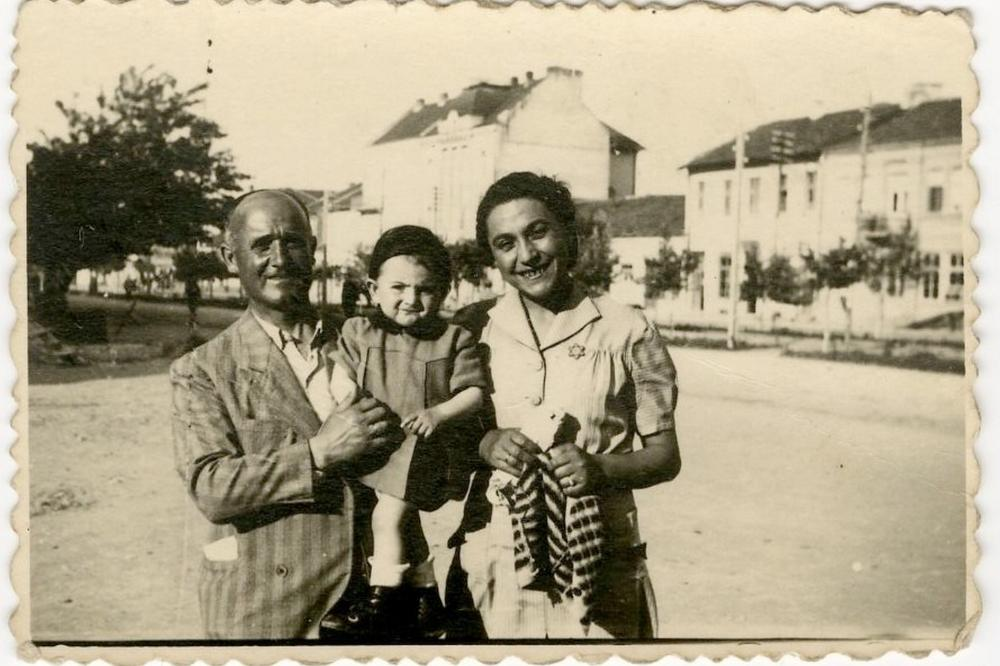 Holocaust - A photograph of a Bulgarian family with a button yellow badge