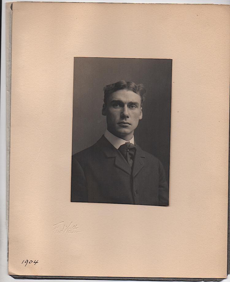 1904 photograph of Walt Kuhn