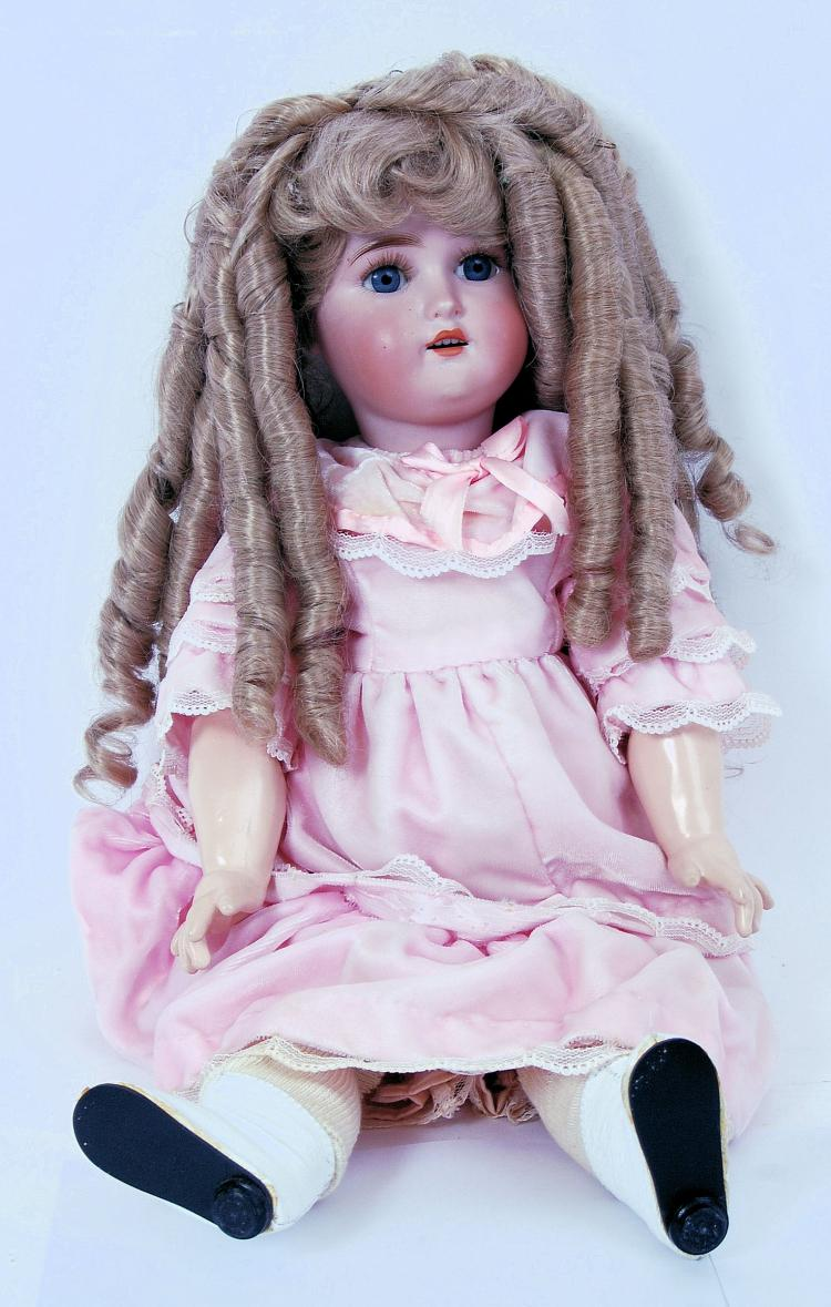 ANTIQUE DOLL: A good late 19th