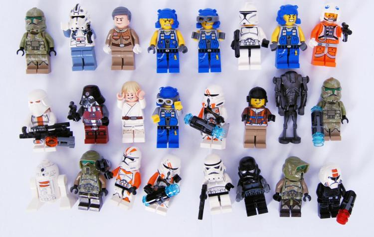 LEGO: A collection of 24x Lego