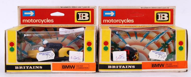 BRITAINS: Two original vintage