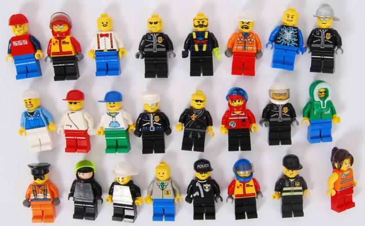 LEGO: A collection of 24x asso