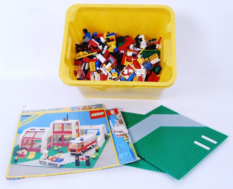 LEGO: A crate of assorted loos
