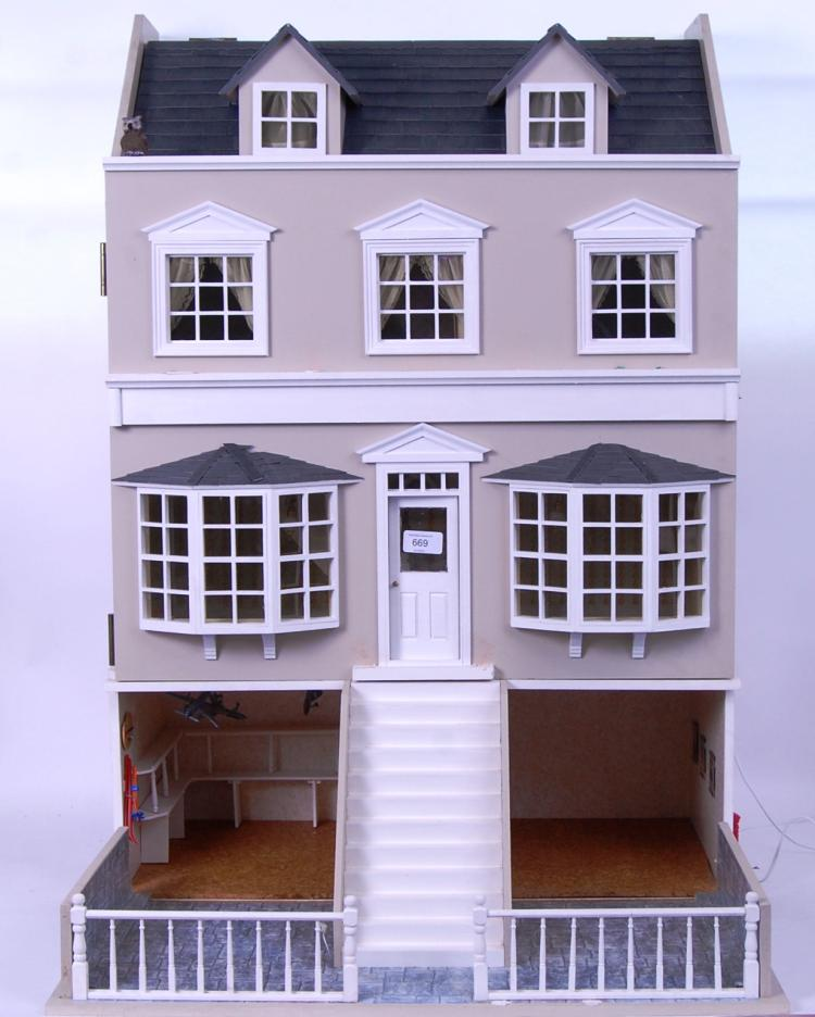 DOLLS HOUSE & SHOP: A beautifu