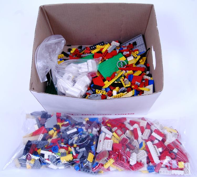 LEGO: A box of approx 3kg of v