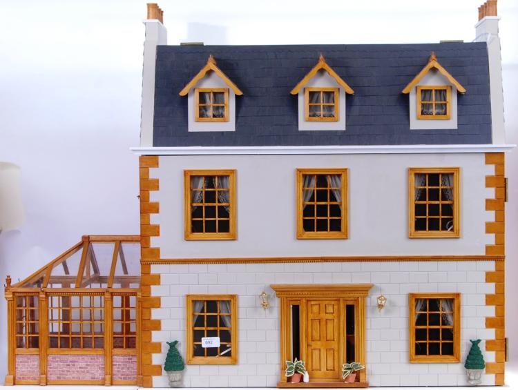 DOLLS HOUSE: A beautiful 20th