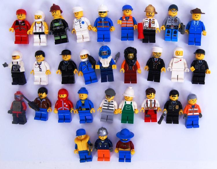 LEGO: A collection of 30x asso