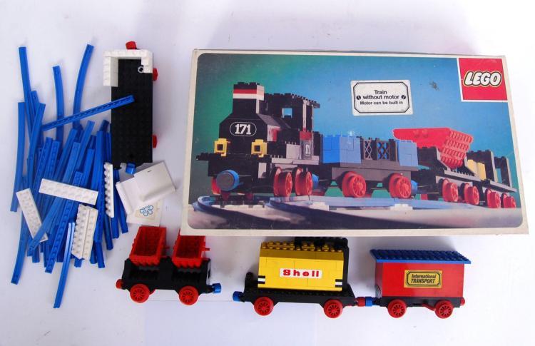LEGO: A vintage Lego 171 train